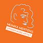 Orangefarbenes, rundes Logo der Homepage Gedankenrezepte. Gezeichnetes Portrait des Kopfes von Monika Mertens mit Name und dem Schriftzug Spoken Word Artist.