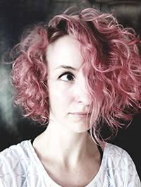 Portraitfoto von Spoken Word Artist und Poetry Slammerin Monika Mertens