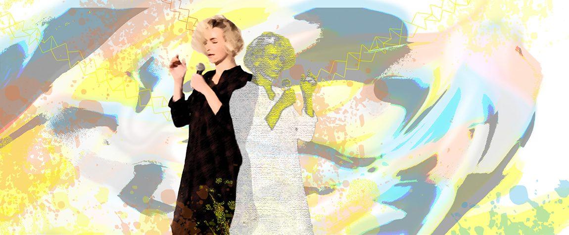 Freisteller von Spoken Word Artist Monika Mertens bei einer Crossart-Veranstaltung am Mikrofon, welcher in einen bunten Hintergrund gesetzt ist.